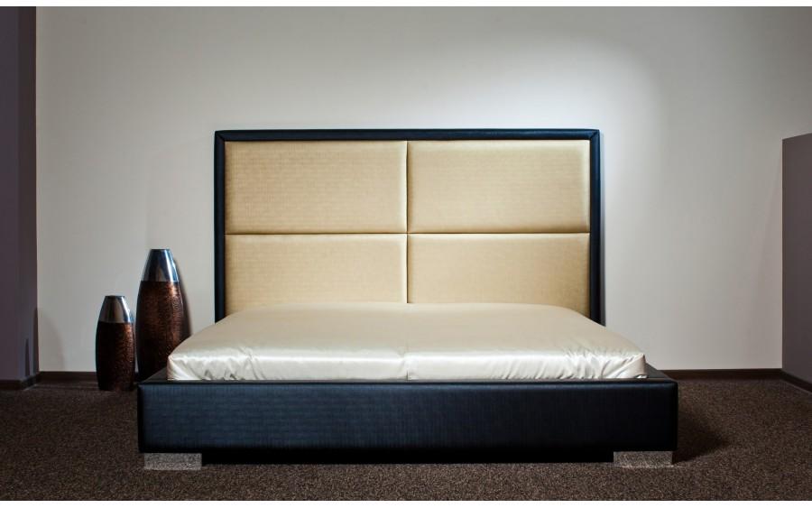 Model XIII łóżko tapicerowane