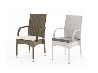 Krzesła rattanowe